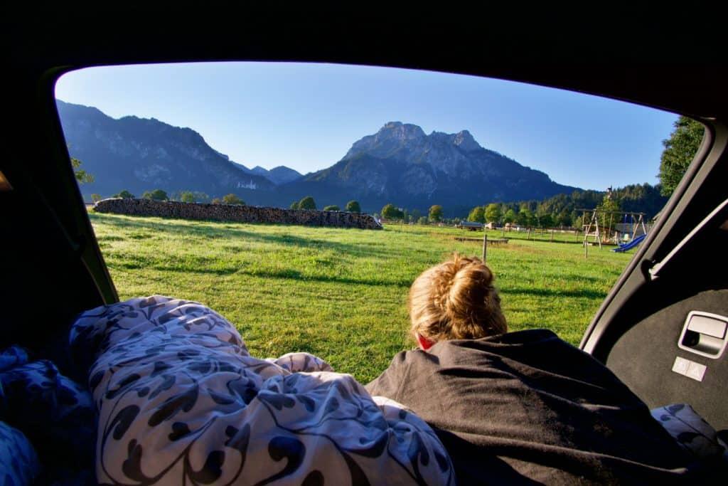 Übernachtung im Auto-Kofferraum und Wildcamping