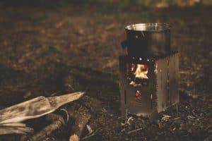 Kleiner Kohleofen ohne offenes Feuer
