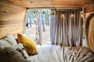 VanLife Campervan Bett Holz Umgebaut