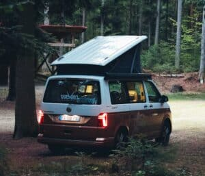 VanLife VW Multivan Dachbox Wald Wildcamping e1618730388844