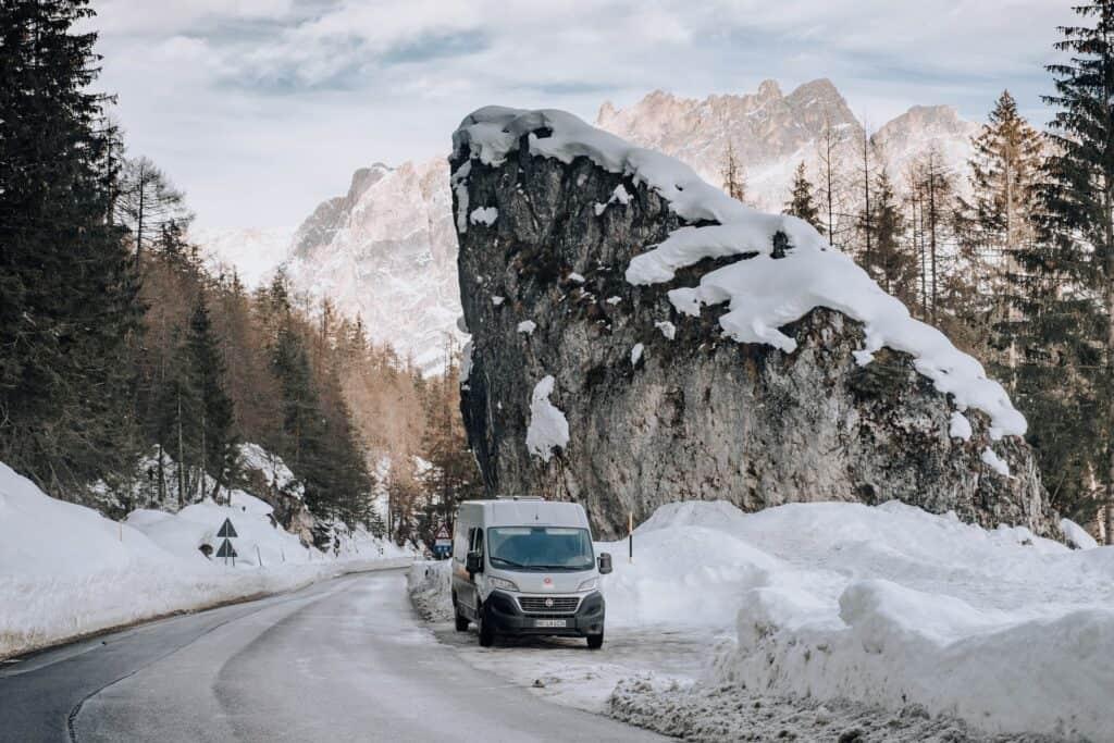 Camping und VanLife im Winter mit Schnee
