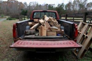 Schlafen auf der Ladefläche eines Pick-up Trucks