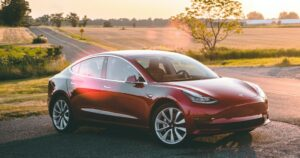 Schlafen im Tesla Model 3 Elektroauto